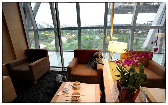 Eetzicht 114 Bangkok Airport 13042013 0117 Ned tijd