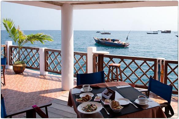 Eetzicht 120615 1200 Zanzibar Stone Town Floating Restaurant _HDC0709