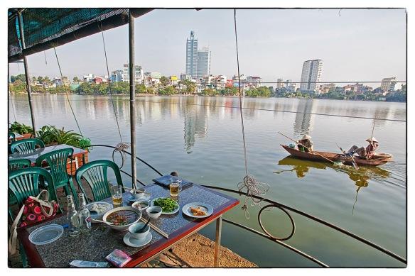 Eetzicht 191214 1421 Hanoi Truc Bach Lake bánh tôm hồ tây (West Lake garnalen koek)_HDC0454