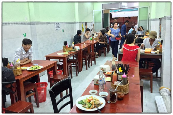 Eetzicht 270416 1826 Mỹ Tho, Hủ Tiếu Chay (%22Vegetarische noedels%22), Bún Gạo Xào Chao (roergebakken rijstnoedels met tofu) IMG_7700