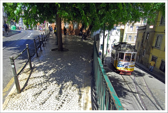 Tram 28 Lissabon Alfama