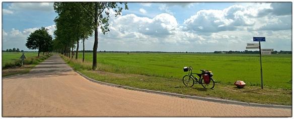 Even terug in de tijd: begin juli, Groningen. Lange wegen richting Duitsland. Wind, strak geboomte, nors volk.