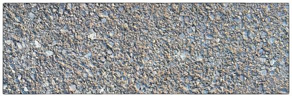 Dit wordt als wat minder. Grof asfalt met stukjes steen. Het klinkt oneffen, en zo voelt het ook: je rolweerstand is minder, dus moet je iets harder trappen.