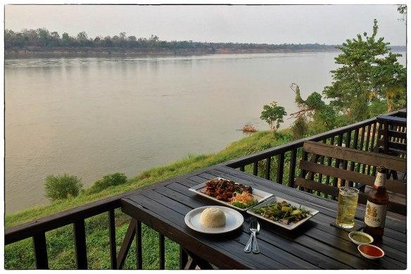 Eetzicht 040416 1754 Thailand, Khemmarat, Laekhong Riverside Restaurant IMG_6962