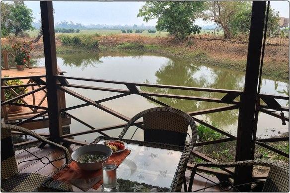 Eetzicht 090416 0657 Laos, Ban Khiat Ngong Kingfisherecolodge IMG_7101