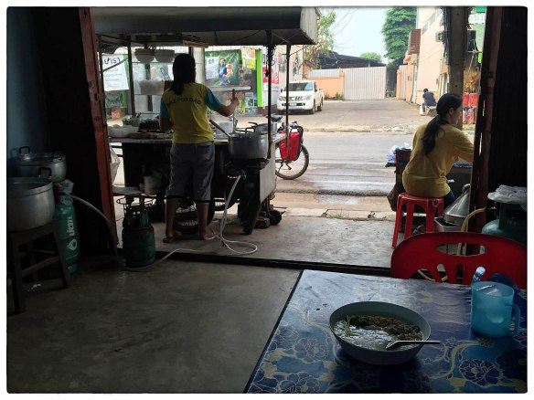 Eetzicht 310316 0643 Ban Phaeng Khao Tom rijstsoep IMG_6864