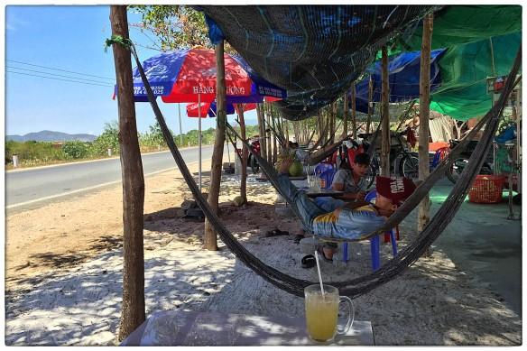 Eetzicht 060516 1203, ergens langs de TL652 op weg naar Nha Trang IMG_7957