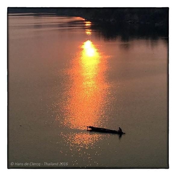 THAILAND - Ik was nog aan het begin van mijn reis, heb sindsdien vaak de zon zien opkomen, maar nooit zo mooi als hier.