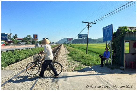 2. Guarded railway crossing Vietnam © Hans de Clercq 2016 IMG_8754 FB