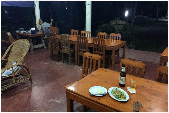 eetzicht-221216-1833-ruen-thalay-guesthouse-ban-krut-thong-chai-thailand-img_9524